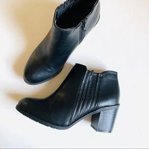 Arizona Jeans Black Ankle Booties